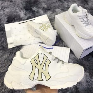 si giày thể thao